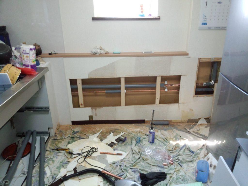 札幌市北区での水道管修理に伴う内装工事ボード貼クロス貼工事