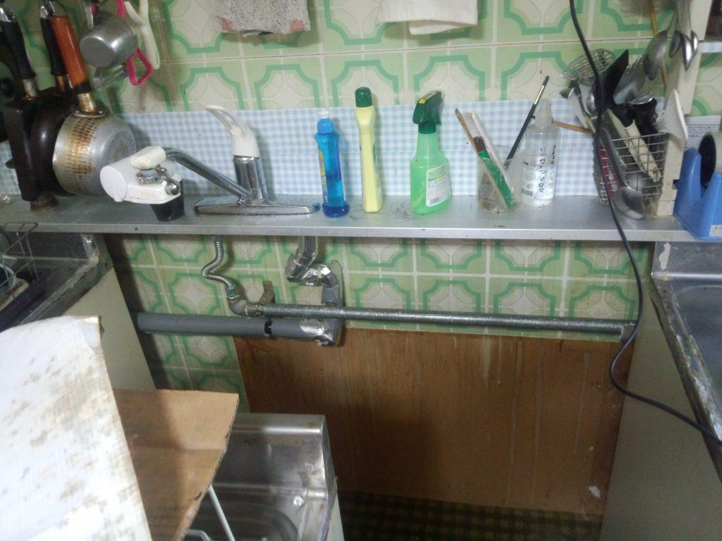 札幌市西区水道管水漏れ工事、台所水漏れ修理、キッチン裏水道管水漏れ工事