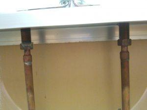 2穴デッキ式混合水栓の水道管接続部