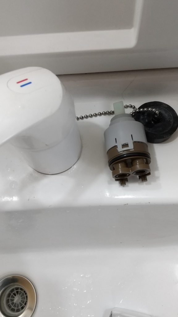 札幌市東区でのイナックスレバー水栓水漏れ INAXシャワー混合栓の水漏れ修理