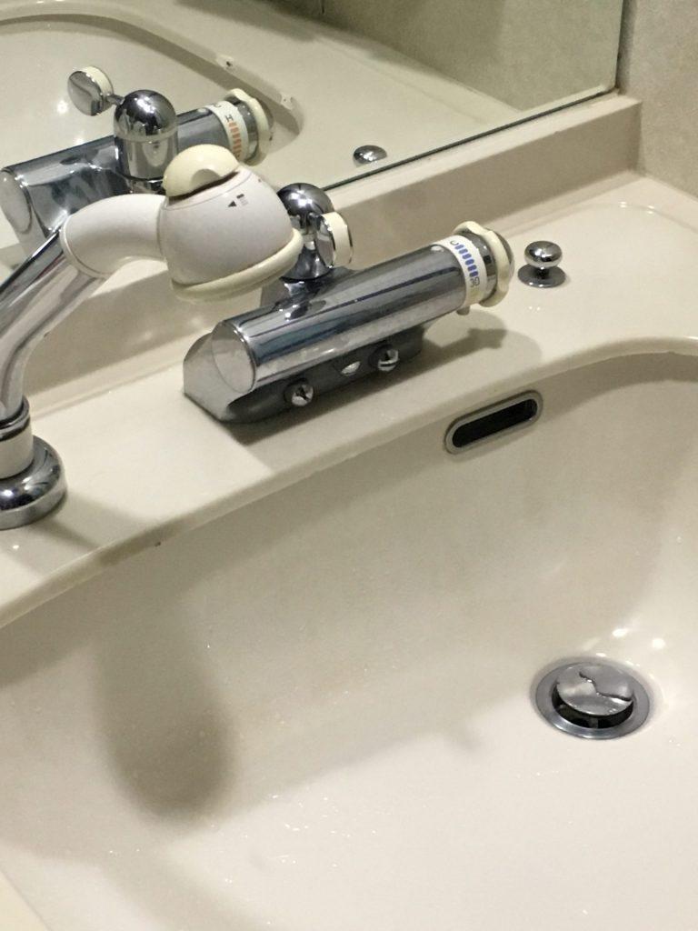 札幌市中央区TOTO洗面シャワー水栓水漏れ修理です。