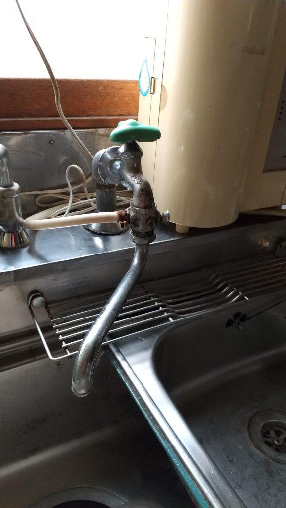札幌市西区 台所蛇口交換水漏れ修理です。