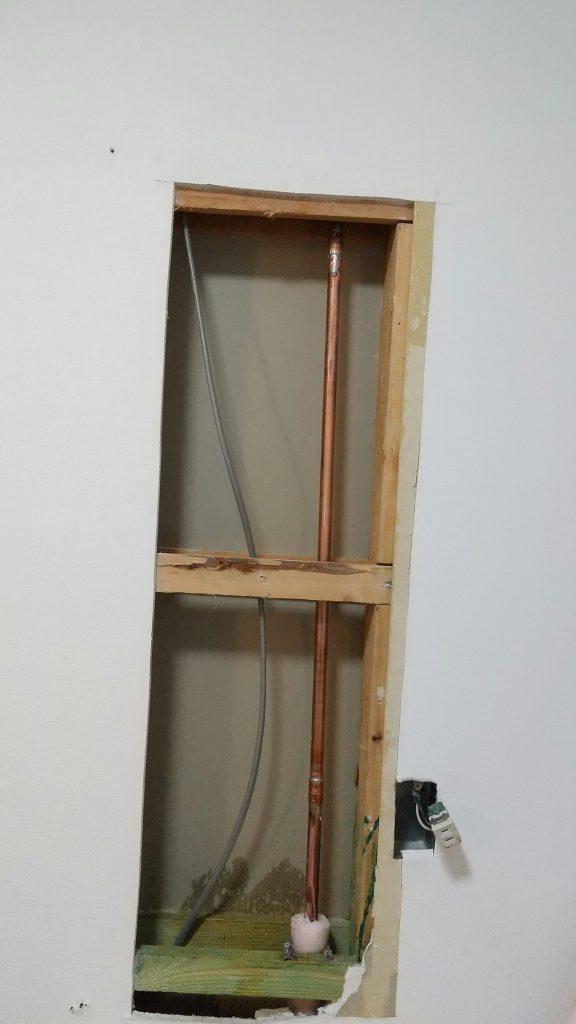 ユニットバス壁内部銅管水漏れ