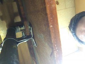 キッチン裏水道管水漏れ箇所