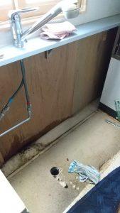 台所キッチン脱着水道管