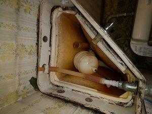TOTO隅付トイレタンク水漏れ修理の方法